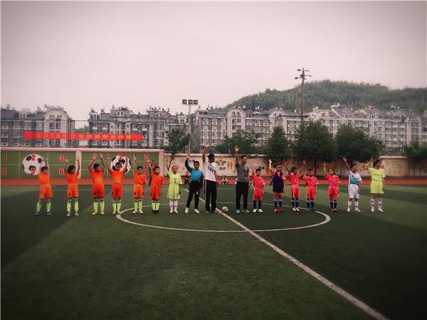 龙泉绿谷教育集团三年级段班级足球赛正式拉开帷幕
