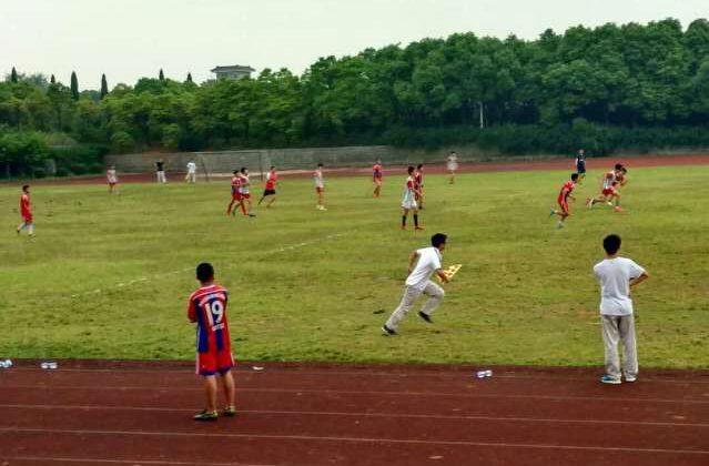 湖州中学与德清职业中专足球友谊赛