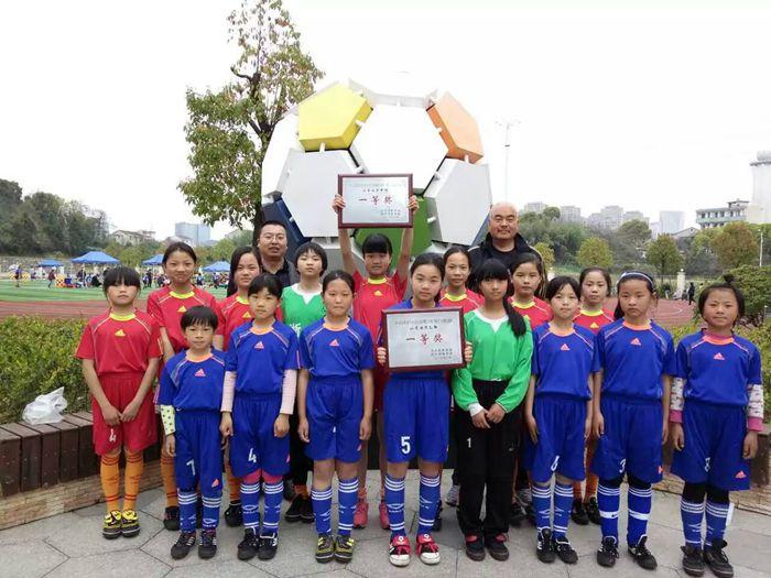 嵊州市崇仁镇小学女子足球队又获绍兴市校园足球比赛一等奖