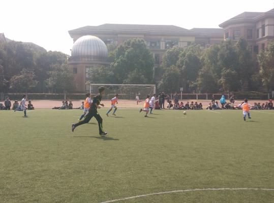 2015学年西湖区青少年校园足球联赛拉开序幕