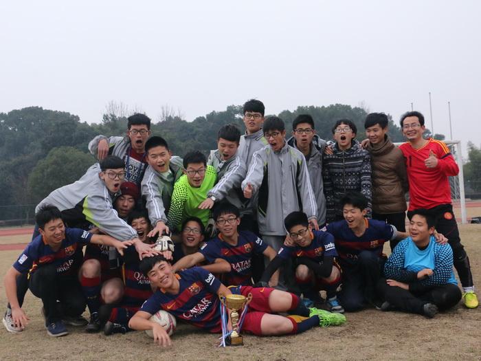 嵊州中学男队获市校园足球比赛第二名