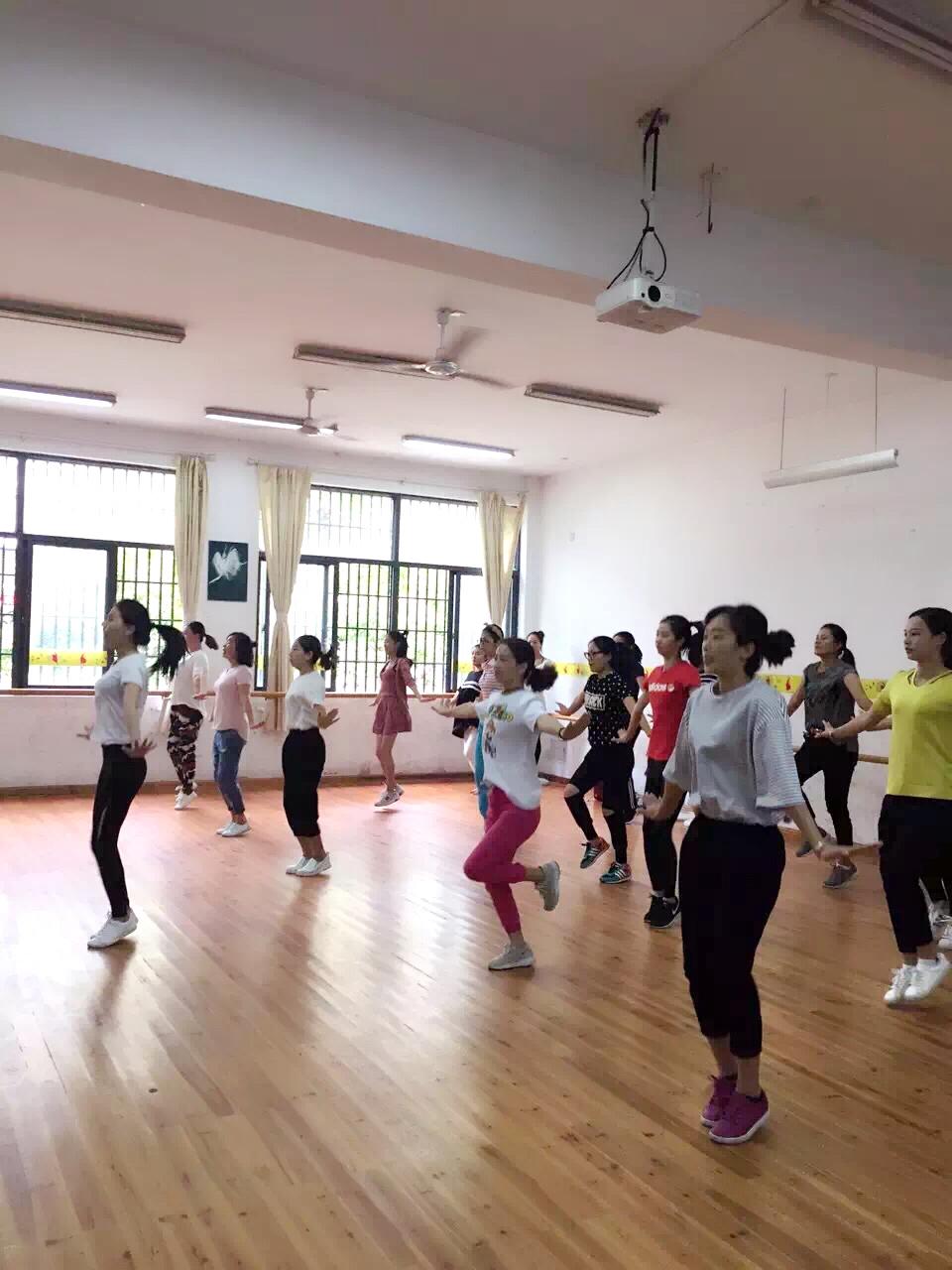 龙泉市校园健美操教练员培训班举行
