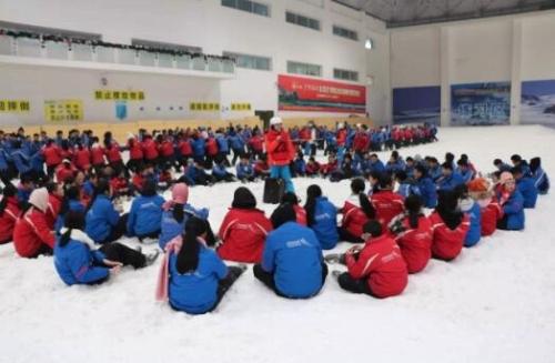 柯桥区实验中学组织近千名师生参加冰雪运动