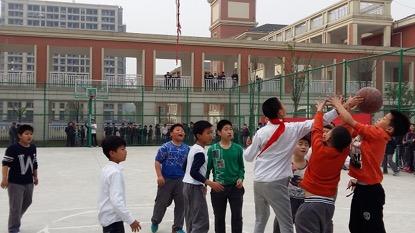 凤凰山小学顺利开展2016年校园篮球联赛