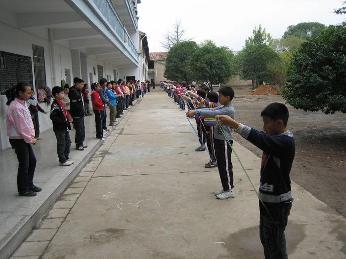 嵊州市崇仁镇中心小学举行跳绳比赛