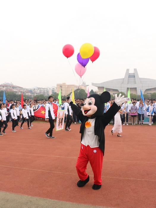 嵊州中学2015年体育节隆重开幕