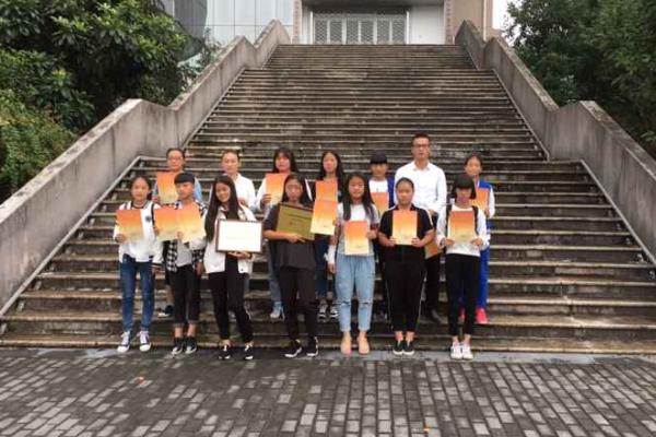 绿谷女子足球队荣获2015年丽水市青少年足球锦标赛(甲组)冠军