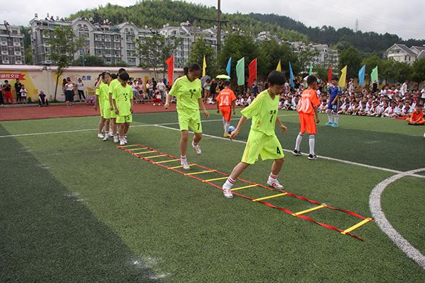 龙泉绿谷教育集团庆六一首届校园足球文化节隆重开幕