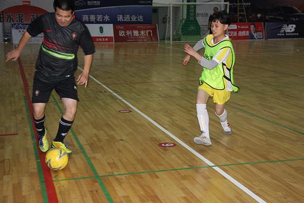 龙泉绿谷教育集团学生女足参加龙泉市首届室内五人制足球比赛