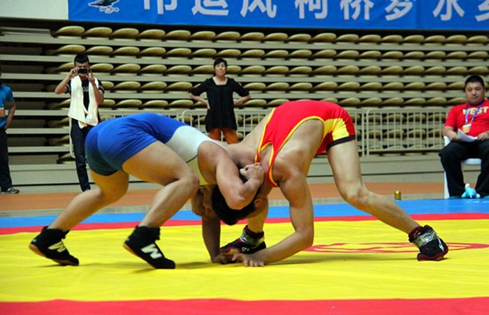 嵊州体校摔跤队在绍兴市八运会首项比赛中斩获2金