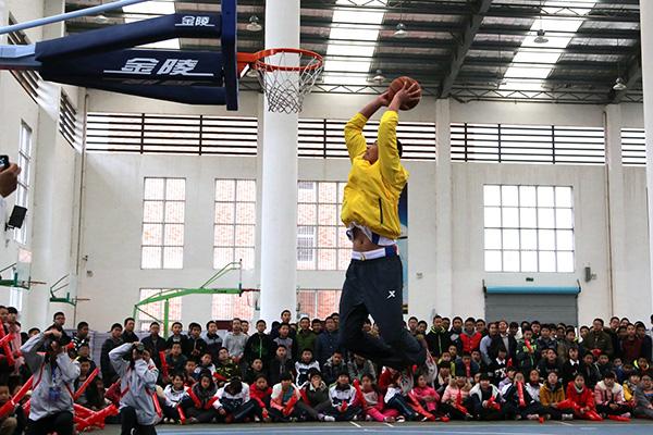 ZSBL篮球联赛推广季活动走进庆元三中