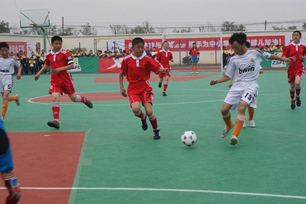 足球特色树品牌、少儿足球展风采——ZSFL浙江省第二届中小学生校园足球联赛宁绍舟赛区的比赛在茅山小学举行