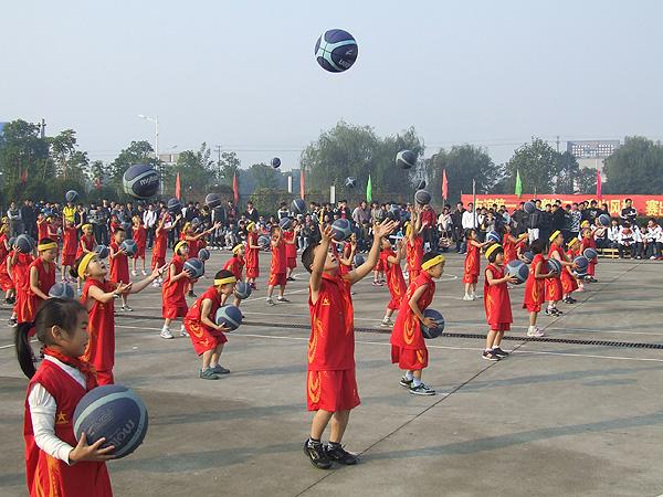 【万班千校】浙江省第五届中学生篮球联赛(安吉)赛区总决赛暨安吉县小学生篮球比赛在我校开幕