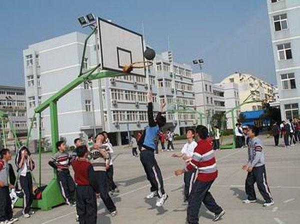 德清县千秋外国语学校班级篮球赛