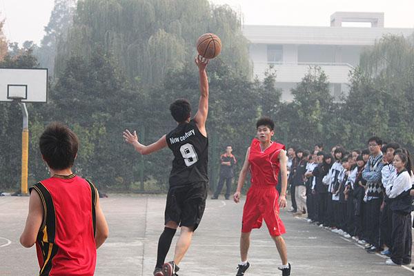 万班千校:每个同学的脸上洋溢着热情与活力——湖州新世纪外国语学校高中部第七届篮球赛