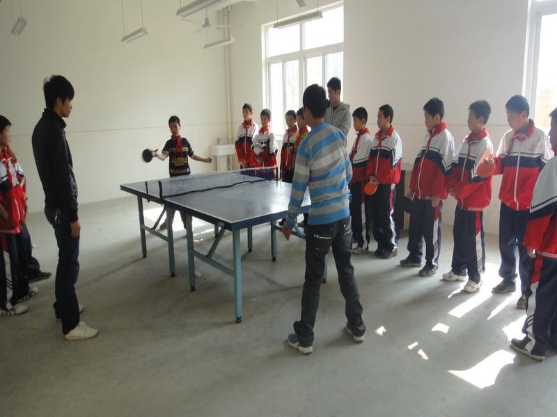 重在参与,强身健体,彰显健康活力校园——仁皇山小学首届学生乒乓球比赛正式开赛