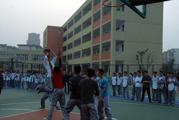 湖州五中高中生篮球赛如火如荼的举行中
