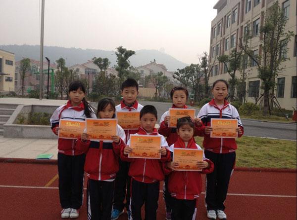 阳光体育三大联赛开展纪实之仁皇山小学举行乒乓球比赛