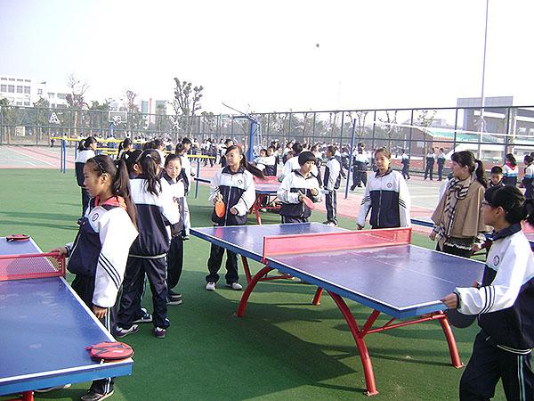 八里店一中开展乒乓球比赛深受学生欢迎
