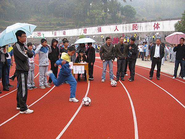 以校园足球为抓手,创建足球特色学校——东源中学足球开展情况报告
