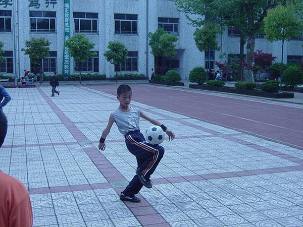 长兴一小足球射门比赛足下生辉