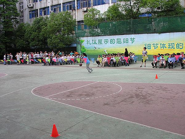 长兴一小篮球运球比赛参与人数达到80%